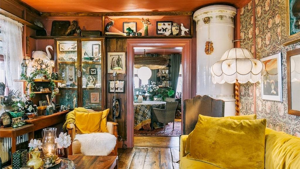 Färg, mönster och prylar i en salig röra ger ett befriande intryck.