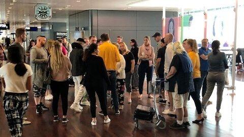 Trötta passagerare blev 17 timmar sena från Arlanda till Mallorca under gårdagen.