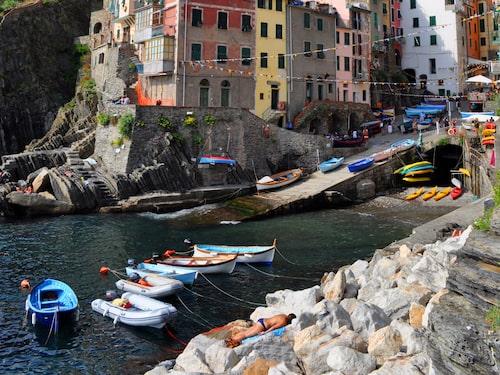 Cinque Terres fiskebåtar är en gratis konstinstallation.