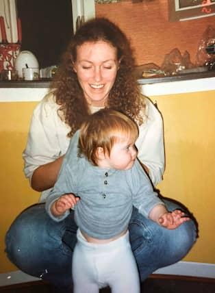 5f5cee982ed Hannah och mamma Susanne strax innan Jan dömdes till fängelsestraff. Foto:  Privat