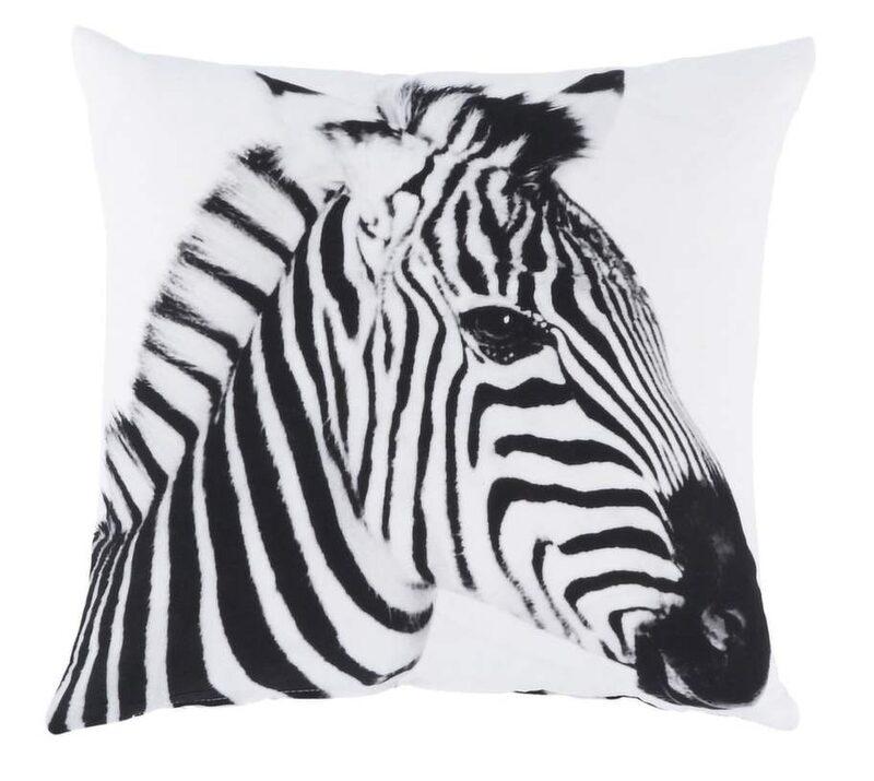 Djurmönstren anfaller. Det är zebrarandigt, leopardmönstrat och fullt med tryck av gulliga djur. Kuddfodral Zebra 50x50 centimeter, 99 kronor, Ellos.