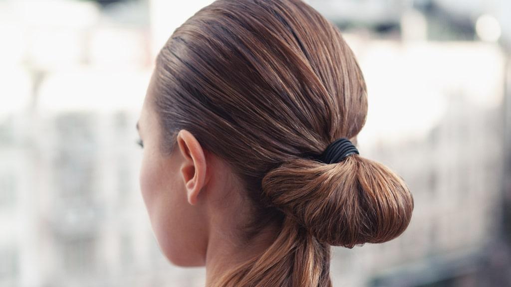 """Avancerade men lite """"slarviga"""" håruppsättningar är en av många trender."""