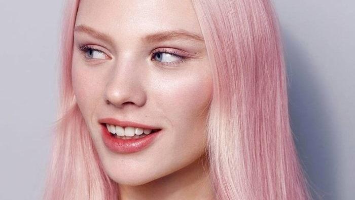 Våga bryta av mot det vita och släng i en härlig färgbomb i håret.