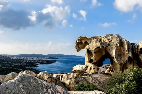 Väder och de salta vindarna har format den spektakulära klippformationen.