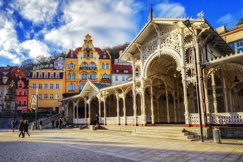 Karlovy Varys äldre delar är väldigt vackra med många fina jugendhus och mycket klassisk snickarglädje.