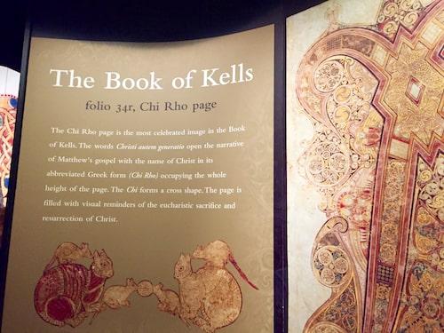 """Världsberömda """"Book of Kells"""" med vackra illustrationer."""