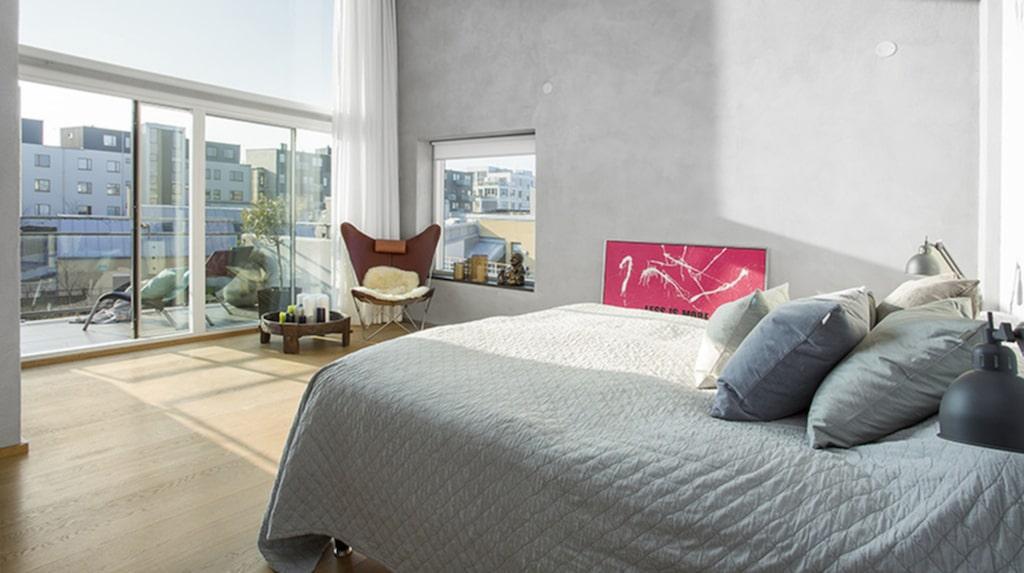 Själva bostaden har tre våningar med mellan två och tre sovrum, beroende på hur man vill göra med planlösningen.