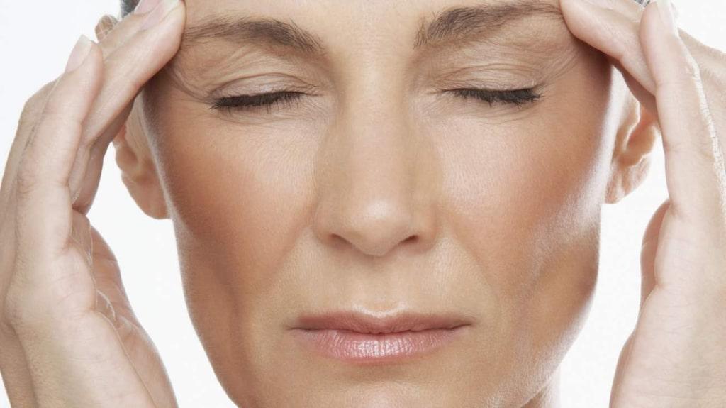 """<p>Det finns flera olika mediciner mot huvudvärk. """"Om inte huvudvärken kommer så ofta är det okej med värktabletter"""" menar professorn.<br></p>"""