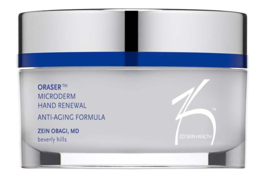 <strong>40 år</strong><br>En sockerskrubb för händerna som gör huden mjuk och len. Skrubben innehåller även Vitamin A som ökar cellproduktionen och hjälper till att reducera solskador, rynkor och linjer. Med sheasmör som ger mer elasticitet. Masseras in och sköljs av. Använd minst en gång i veckan.<br>Oraser Microderm Hand Renewal, Zo skin health,<br>495 kronor, venusbeautystore.se