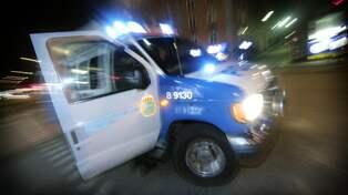 Jagad man skot mot polisbil