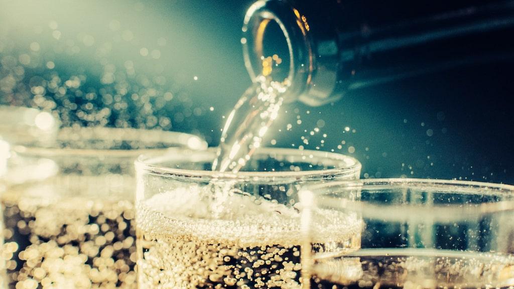 Champagne är det klassiska valet till fest...
