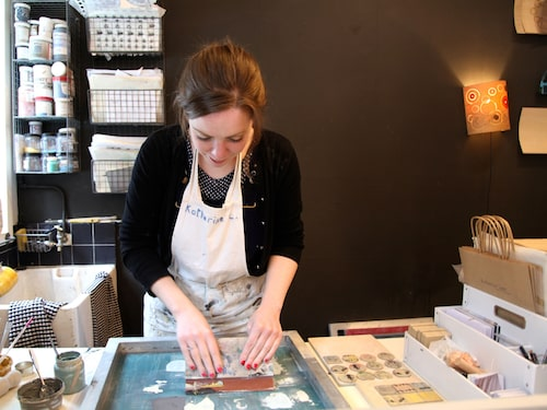 Craft & Designcentre är kombinerad ateljé och butik för ett 30-tal konsthantverkare.