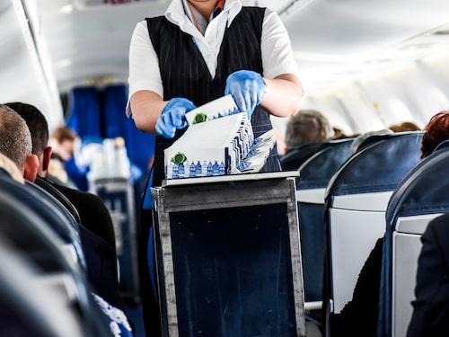 En virussjuk flygvärdinna utgör en enorm smittkälla.
