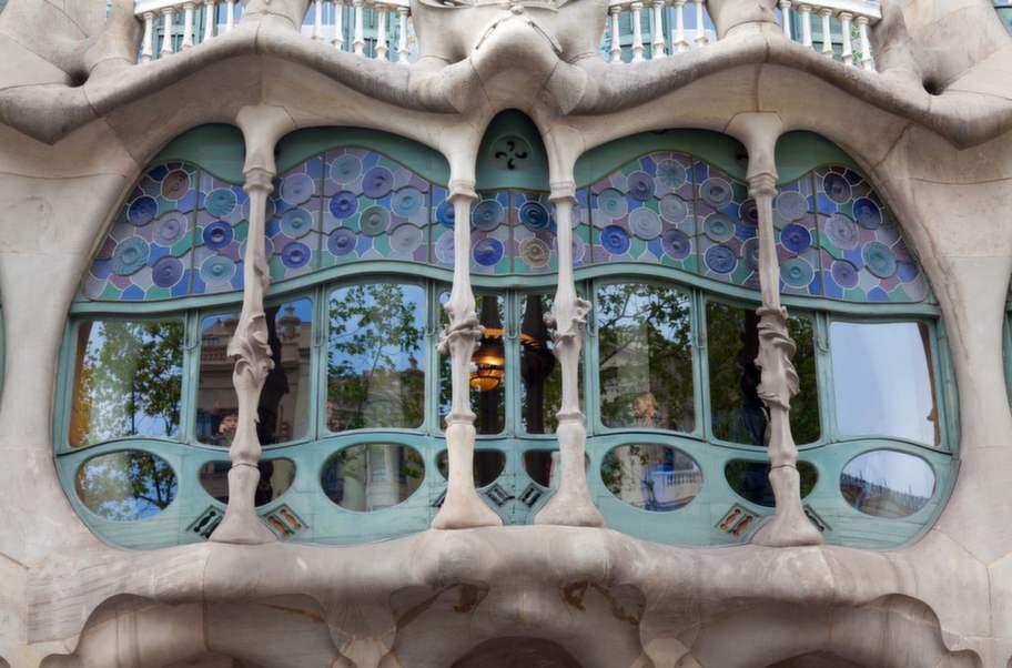 Antoni Gaudís sagolika byggen har blivit symboler för staden.