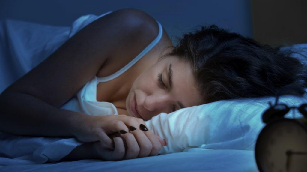 Tror du att du är ensam i sängen när du sover?