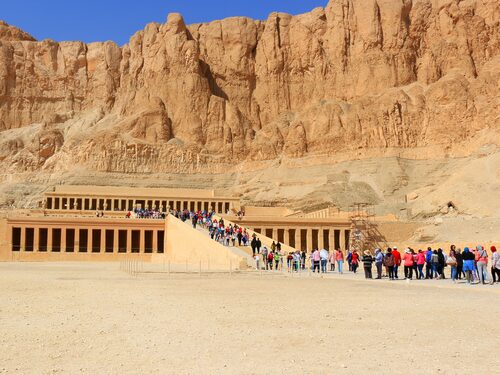 Efter upproret 2011 har turistnäringen lidit svårt i många år.