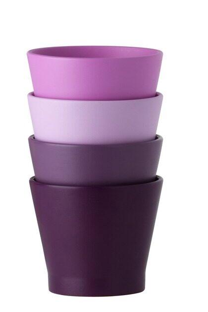 8 Färgklick. Kruka, Pajala, finns i olika rosalila färger, höjd 13 cm, 19 kronor, Ikea.
