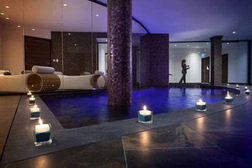Är man gäst på hotellet tar man hissen iklädd badrock raka vägen ner från rummet till Le Spa 27 i Nice.