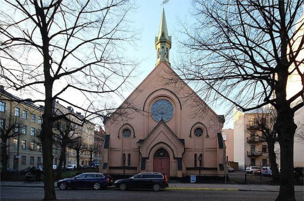 Kyrkan byggdes 1876 och ligger mitt i Stockholm. Får kyrkan välja själv ska den säljas till Abba.