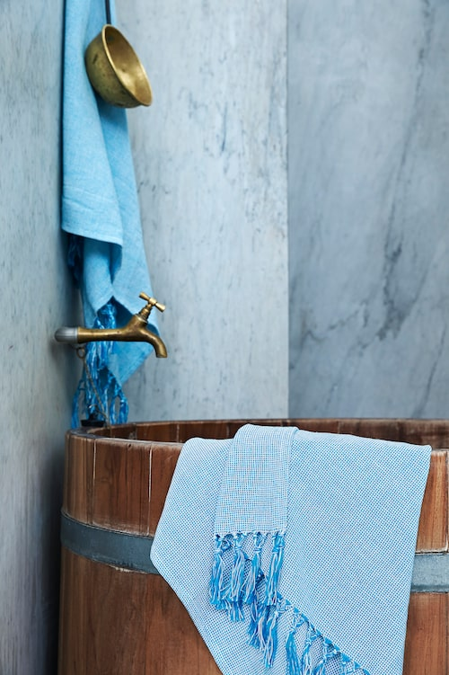 Innehållsrik badhandduk, 129 kronor, B70×L40 cm. Ljusblå.