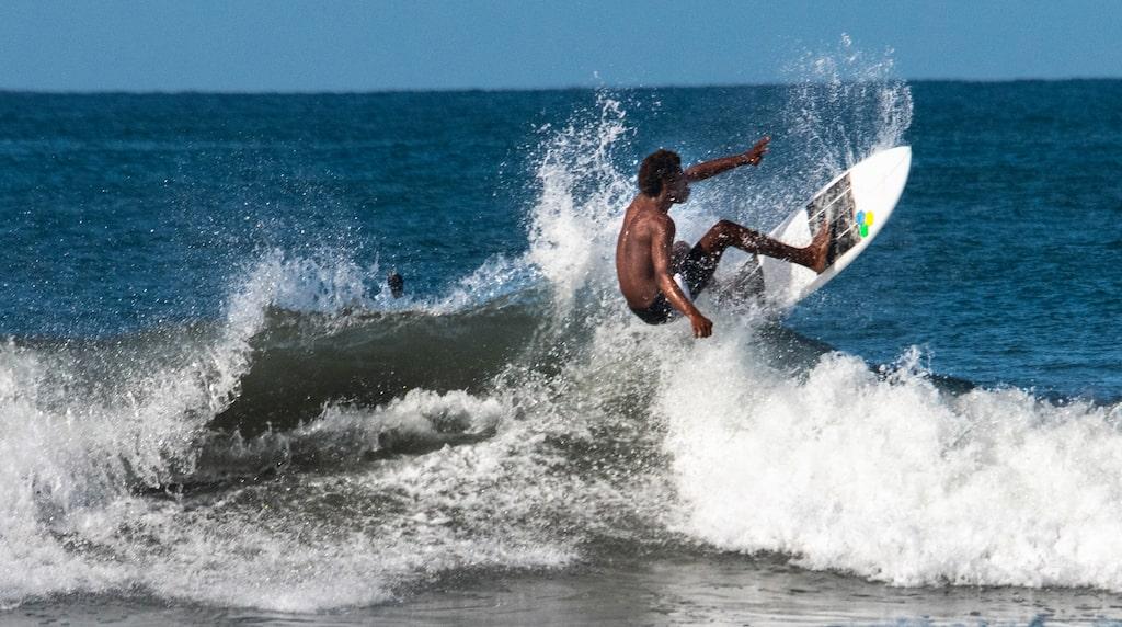 Nicoyahalvön i nordvästra Costa Rica nära gränsen till Nicaragua lockar surfare från hela världen. Beachen Nosara och Guiones är ett populärt tillhåll liksom Santa Theresa lite längre söderut.