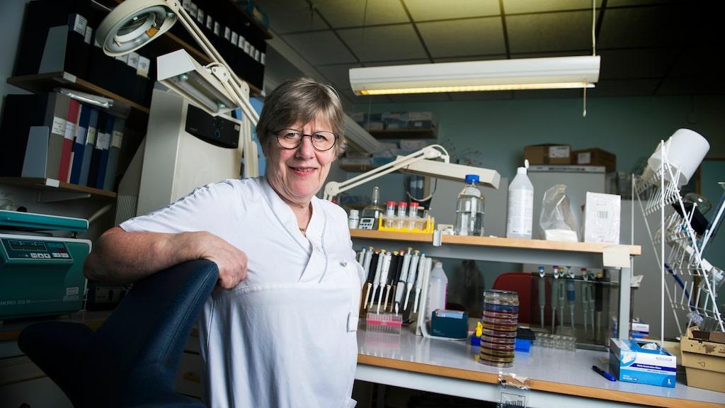 """""""De har blivit indoktrinerade i hela sitt liv hur viktigt det är att städa för  att få bort bakterier. Det är det inte"""", säger Agnes."""