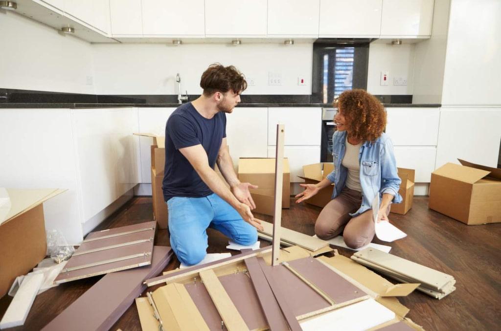 Och det slutar inte där. Sen ska möblerna monteras ihop också...