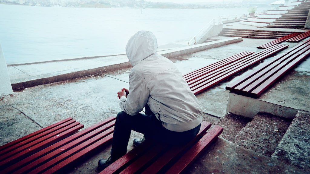 """""""Jag har aldrig haft någon relation för jag vill inte binda upp min själ vid någon som kanske lämnar mig. På så sätt skyddar jag mig själv, även om det kan låta konstigt."""""""