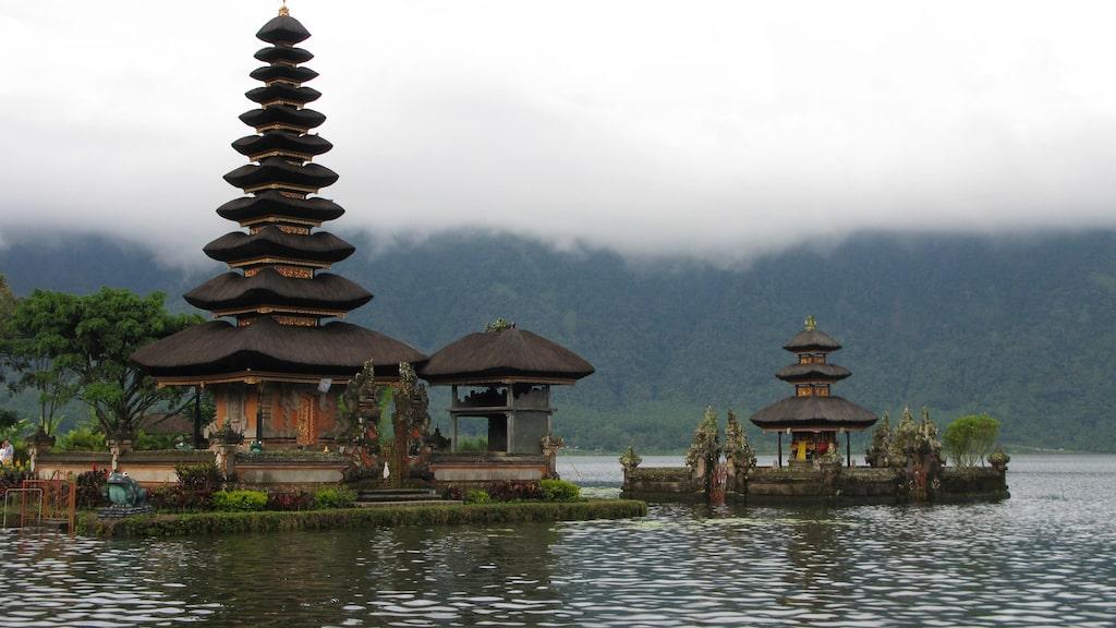 Det flytande templet Ulun Danu Bratan ligger i en vulkansjö.