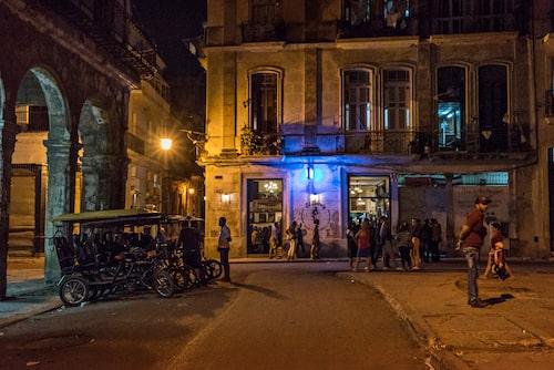 El Dandy, en av stadens trendigaste barer, drivs av ett kubansk-svenskt par.