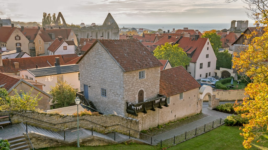 Johan Målares hus ligger intill Visby domkyrka och är ett av Visbys äldsta och bäst bevarade hus.
