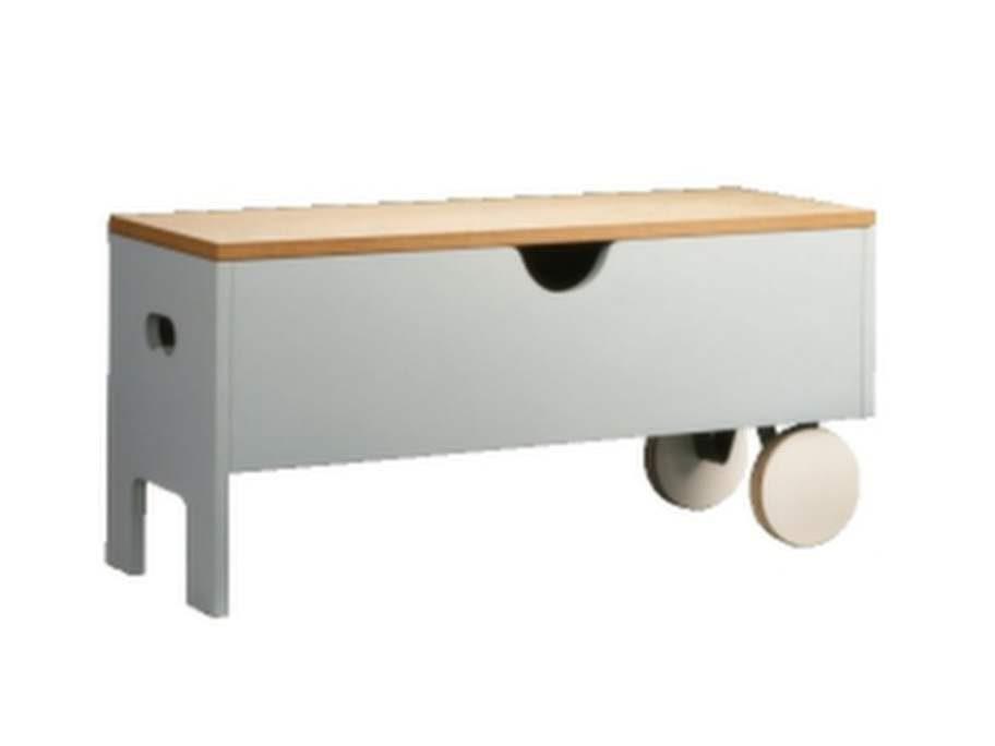 Bänk på hjul. Designad av Thomas Sandell för Ikea PS 1995.