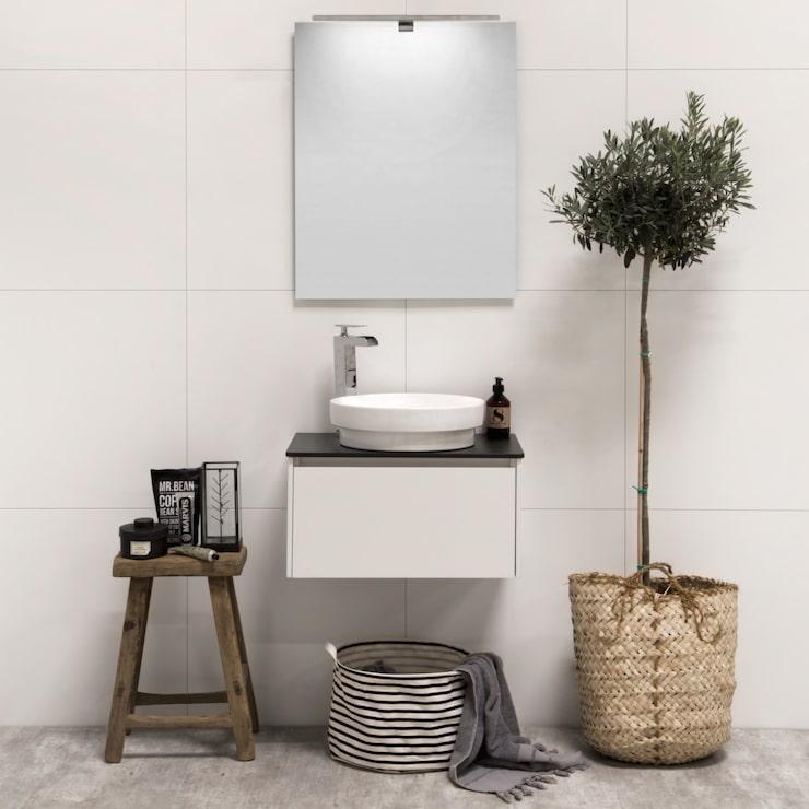 Svenska Noro gör badrumsmöbler i alla stilar, här en kommod som passar det lilla badrummet.