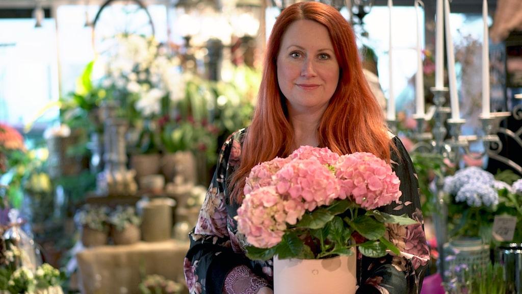 En växt som fått för lite vatten är lättare att rädda än en som blivit övervattnad, säger floristen Annamaria Ternow på Blomstrande Ting.