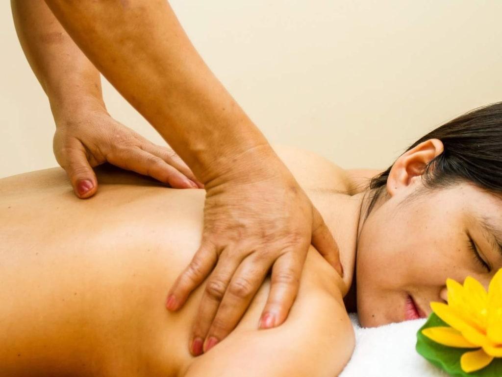 Massage. Avslappnade muskler resulterar i mindre stress