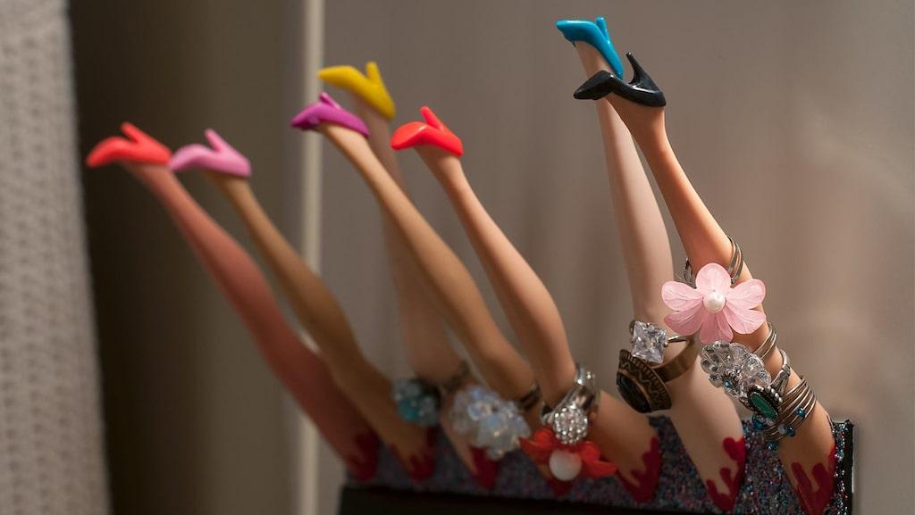 Åsa köpte gamla Barbie-dockor på Tradera för att göra smycken av, men fick en helt annan idé.