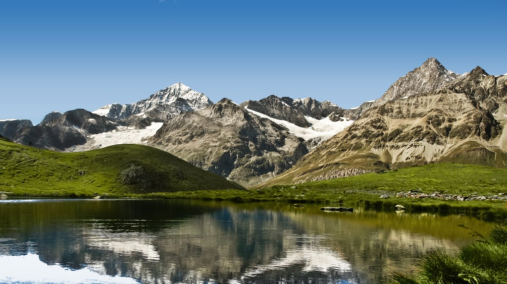 <p>Schweiziska alperna är makalöst vackra.</p>