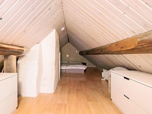 I huset finns också ett sovloft som fungerar som sovrum.
