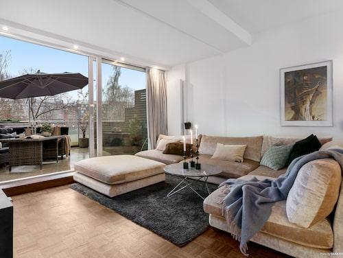 Lägenheten är på 114 kvadratmeter fördelade på fyra rum och kök.