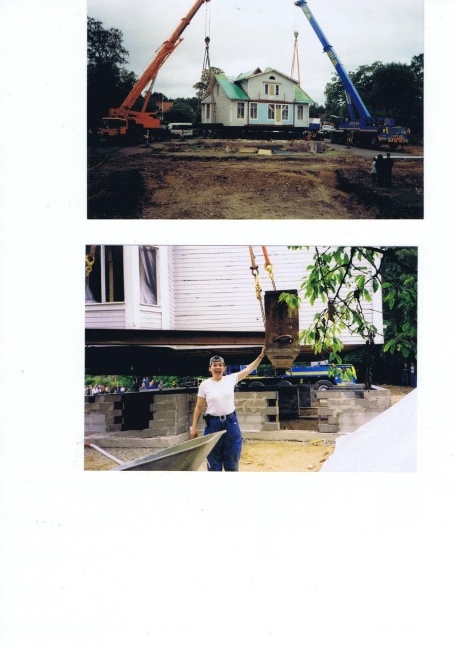 På översta bilden påbörjas flytten från originaltomten. På nedersta bilden sätts huset på plats på nya stället.