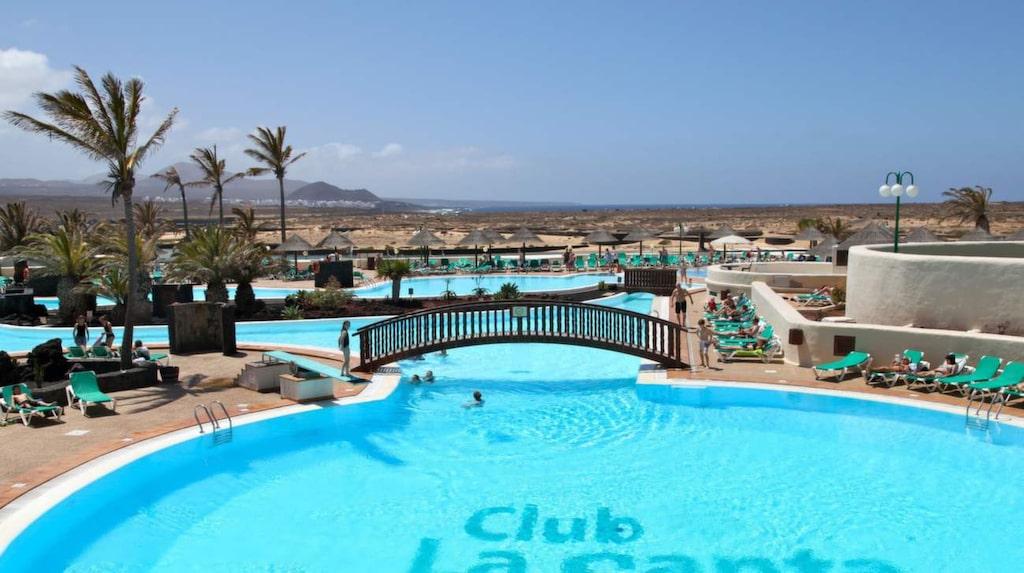 """Club La Santa är ett gigantiskt träningskomplex utslängt """"in the middle of nowhere"""" på  kanarieön  Lanzarote."""