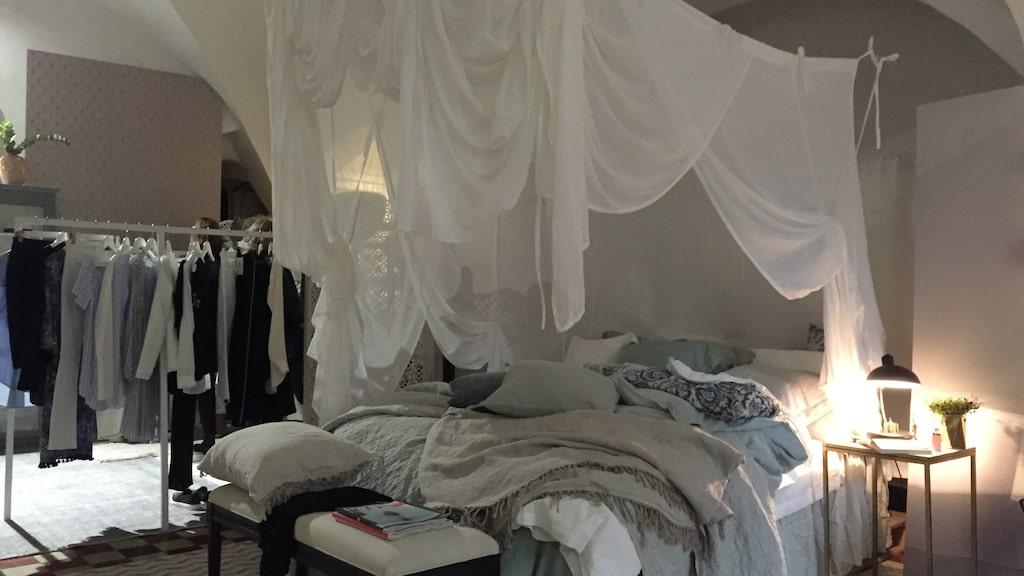 Sängkläder forstätter att vara stort inom heminredning. Det handlar om sömn och återhämtning och många unnar sig att ha schyssta sängkläder.