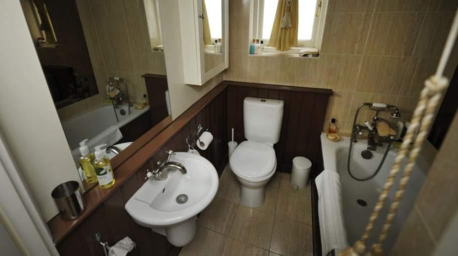 Badrummet är lika brittiskt som hela huset, med vacker design på detaljerna.