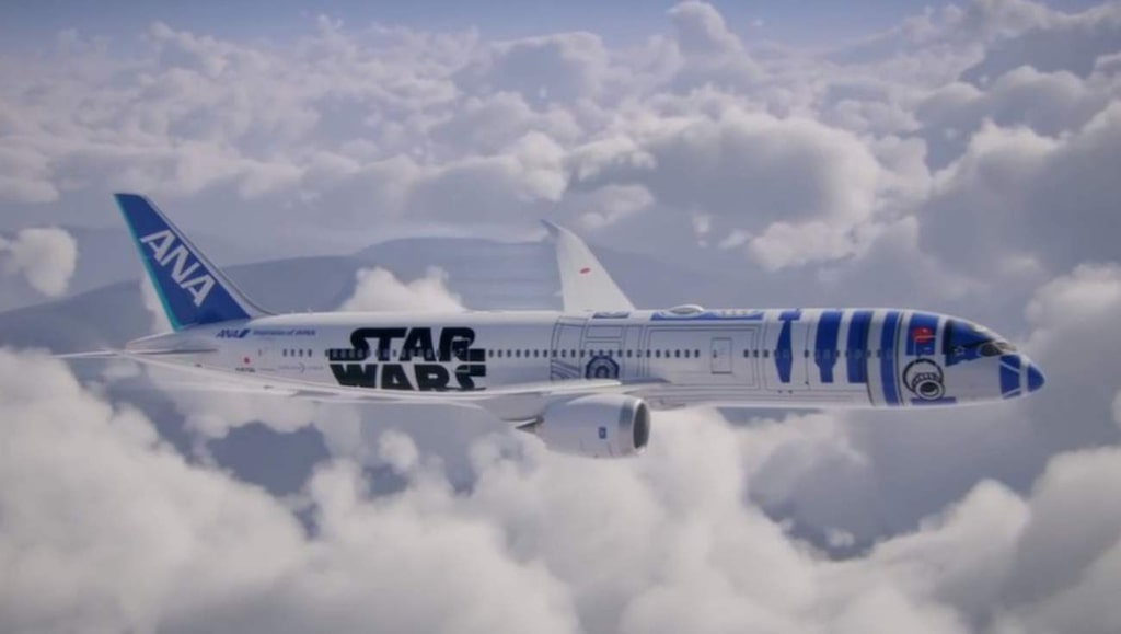 <p>Det finns tre exemplar av R2-D2-planet och såhär ser de ut.<br></p>