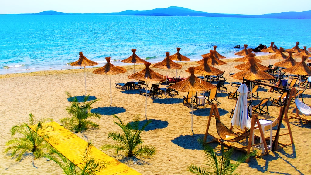 Sunny Beach är Bulgariens största turistresmål med hotell, shopping, nöjen och stränder.