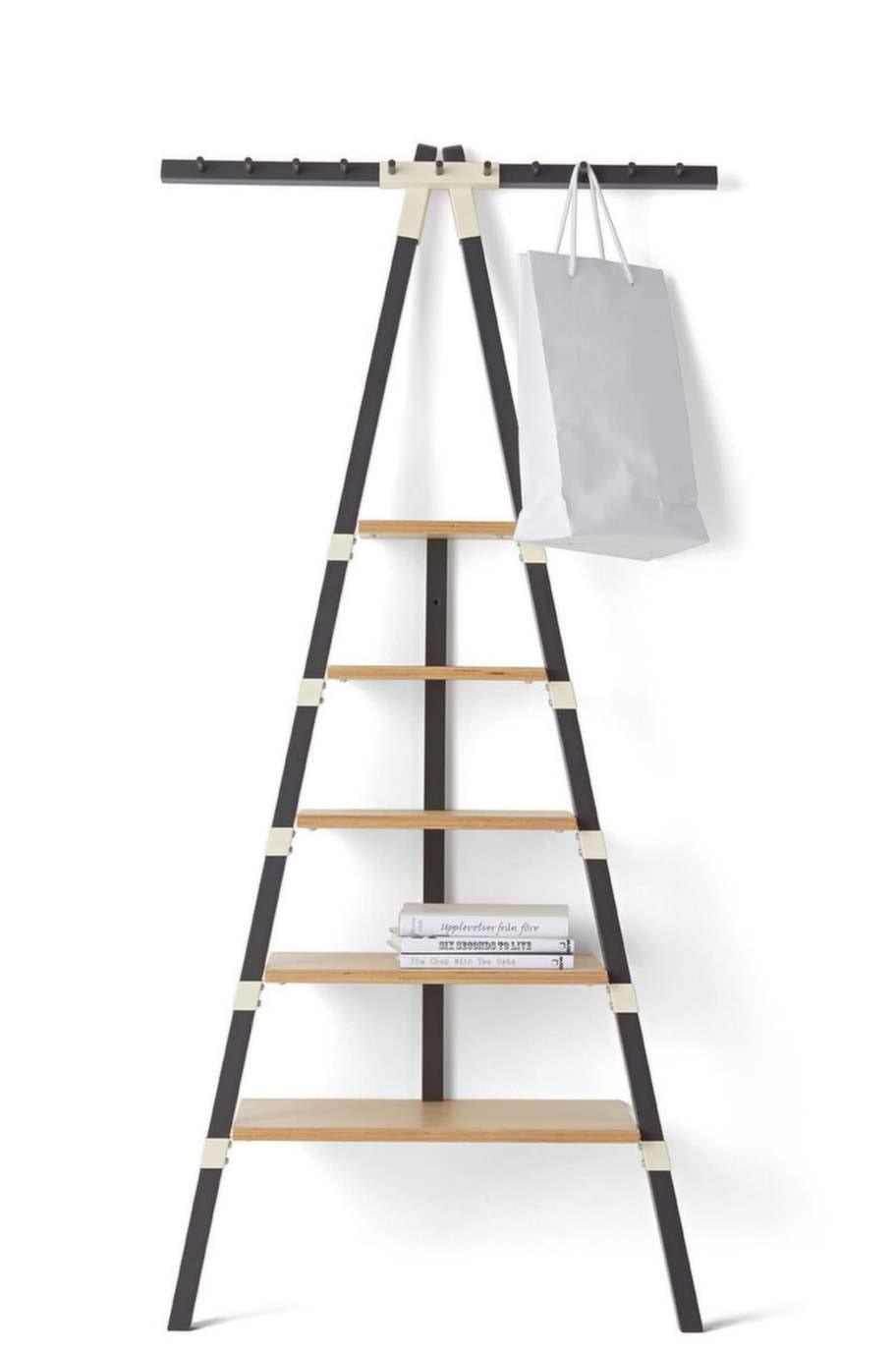 En hylla som inte kräver några borrhål, man lutar den bara mot väggen. Från Ikea PS 2014. Designad av Keiji Ashizawa, 499 kronor, Ikea.