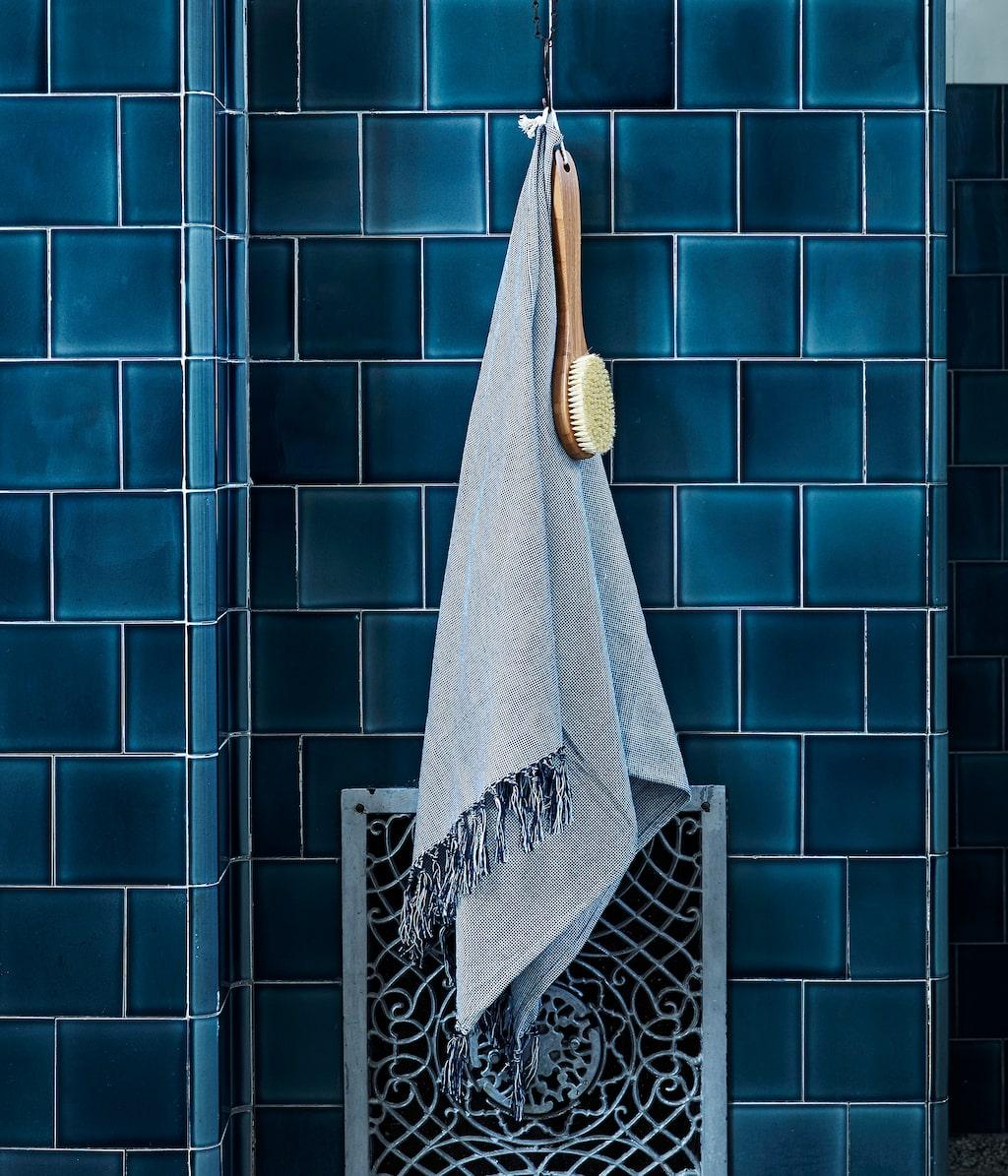 Kollektionen släpps den 16 mars och i begränsad upplaga. Här en badhandduk för 129 kronor.