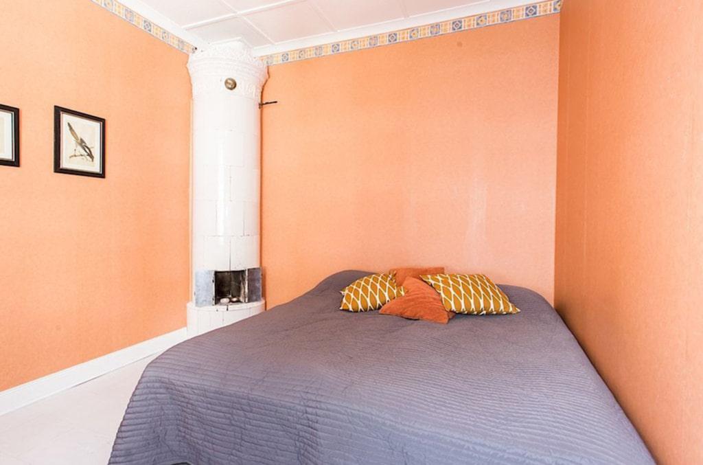 I villan finns tre sovrum samt ett gästrum.