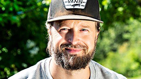 Karl Martindahl har släppt en bok om hur odlingen blev hans terapi efter en svår tid i livet.