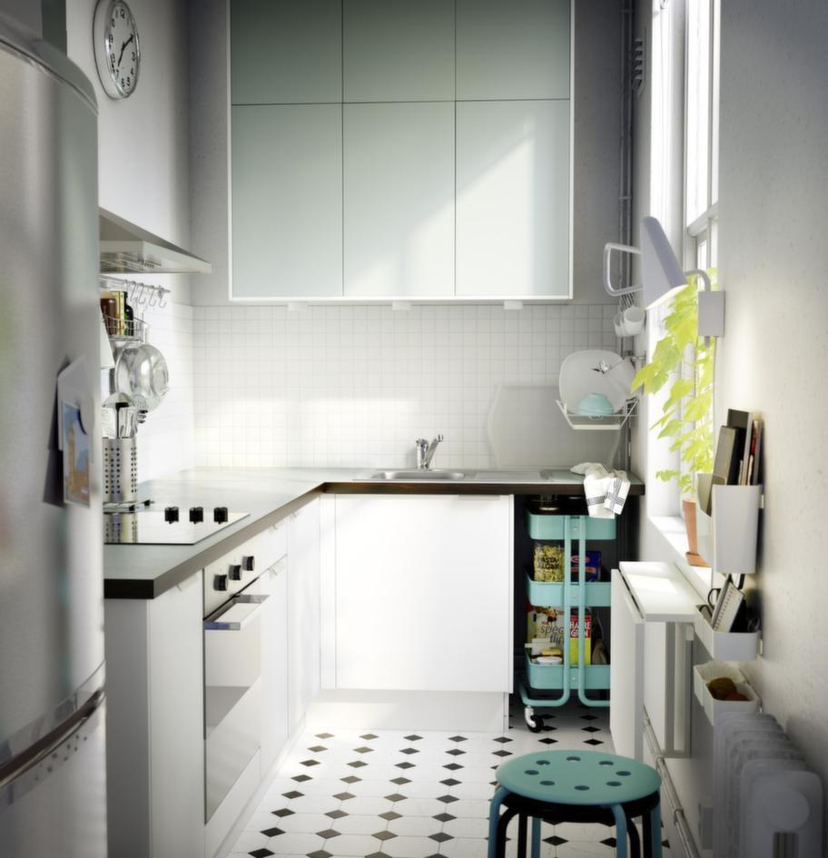 """<strong>Applåd Rubrik, Ikea</strong><br><span style=""""text-decoration: underline;"""">Finns med turkosa luckor</span><br>Faktum Applåd Rubrik finns också med utförandet ljusturkosa luckor och lådfronter.<br>Pris: 10 700 kronor exklusive vitvaror. I priset ingår Klippig handtag i aluminium och Numerär dubbelsidig bänkskiva i brunsvart/ljusturkost laminat med brunsvarta kant."""
